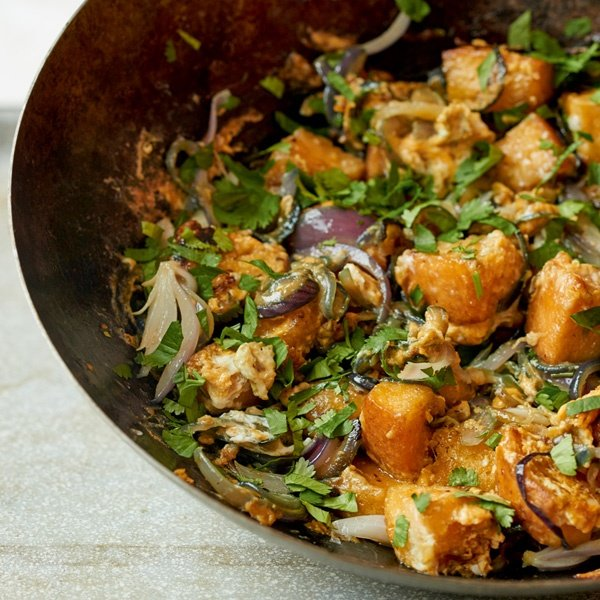 Image of Nadiya Hussain's One-Wok Red Onion and Bread Stir-Fry