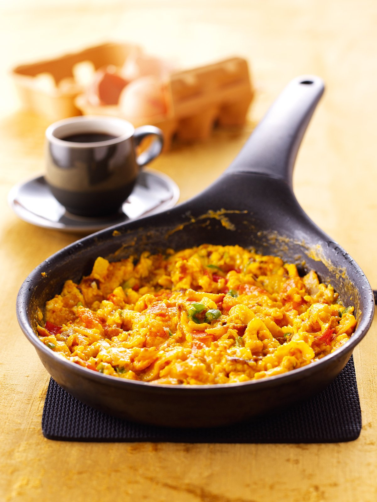 mexican scrambled eggs with tortilla chips