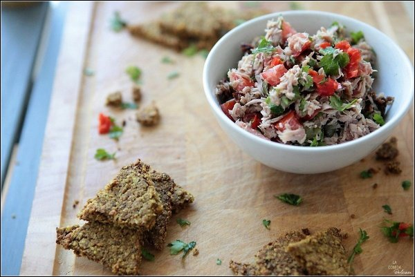 Tuna tapenade with oatmeal chips
