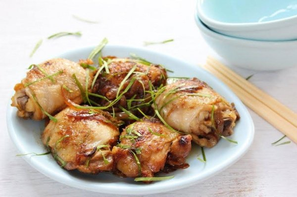 Vietnamese Stir-Fried Chicken with Lemon Leaves